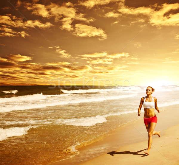 Gezonde vrouw lopen strand meisje sport Stockfoto © Anna_Om