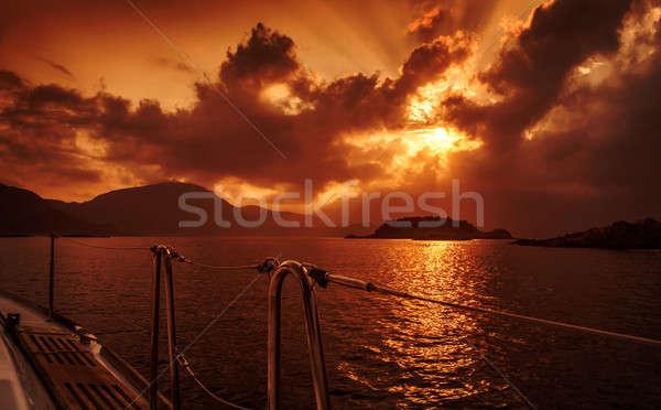 Jacht dek zonsondergang Rood dramatisch vreedzaam Stockfoto © Anna_Om