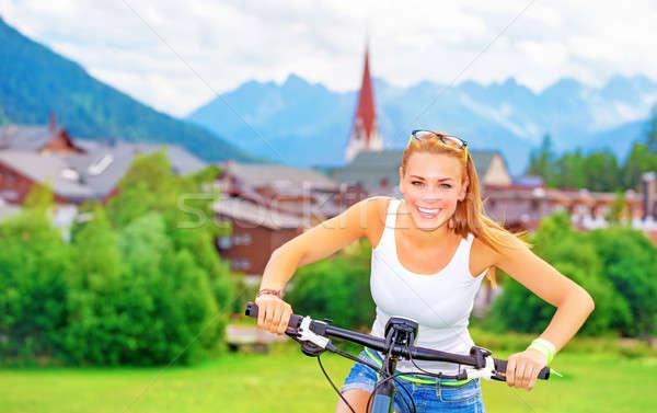 Vrolijk meisje fiets tour portret cute Stockfoto © Anna_Om