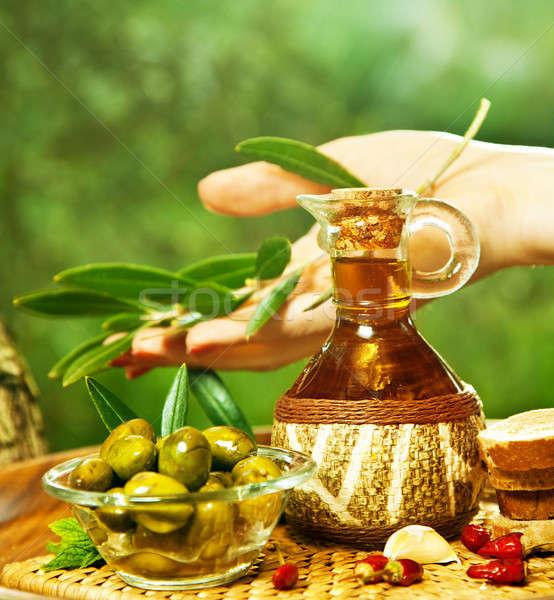 Hausgemachte Olivenöl Hand halten Olivenöl Blätter Stock foto © Anna_Om