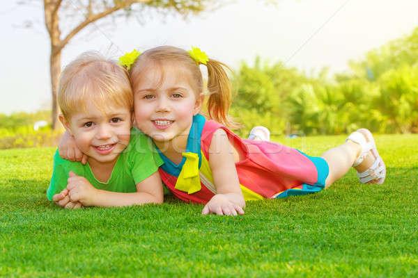 Foto stock: Dois · pequeno · crianças · parque · quadro · bonitinho
