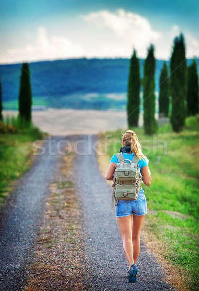 Fiatal hátizsákos turista utazó Európa boldog női Stock fotó © Anna_Om