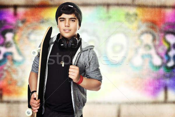 Actif adolescent skateboard coloré urbaine graffitis Photo stock © Anna_Om