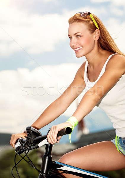 Stockfoto: Mooie · vrouw · fiets · mooie · gelukkig · vrouw · paardrijden