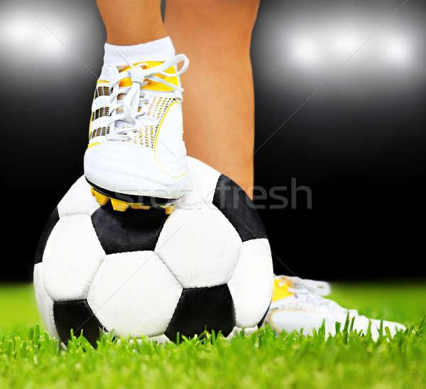 Voetballer voeten bal spelen sport outdoor Stockfoto © Anna_Om