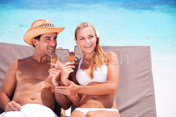 Heureux couple plage séance transat manger Photo stock © Anna_Om