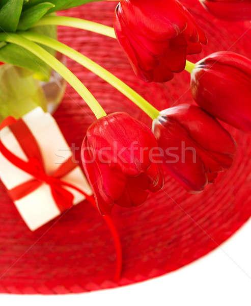 Rojo tulipanes caja de regalo Foto hermosa tulipán Foto stock © Anna_Om