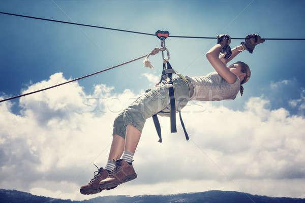 Sport actief vrouw opknoping strakke koord bergen Stockfoto © Anna_Om