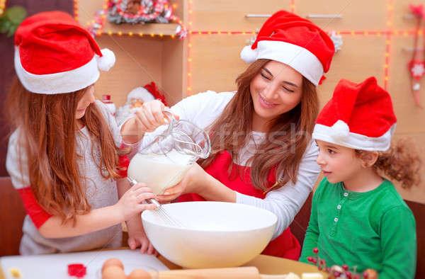 Traditionnel Noël préparation mère deux cute Photo stock © Anna_Om
