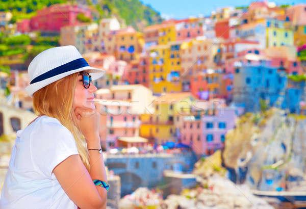 Viaggiatore ragazza colorato cityscape Foto d'archivio © Anna_Om
