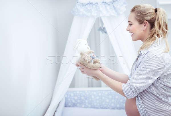 Stok fotoğraf: Mutlu · anne · oda · güzel · genç · hamile · kadın