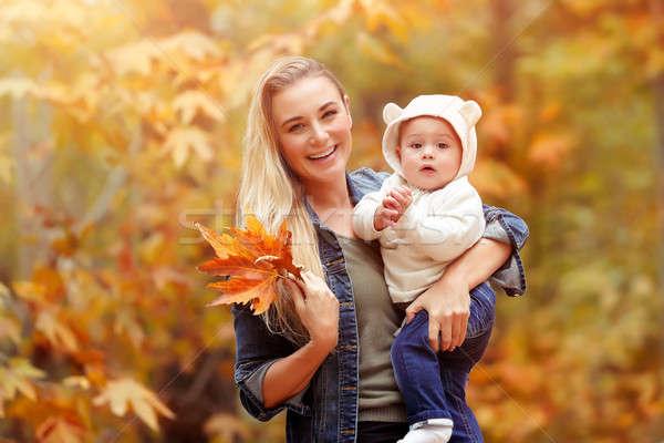 Felice madre baby autunno parco ritratto Foto d'archivio © Anna_Om