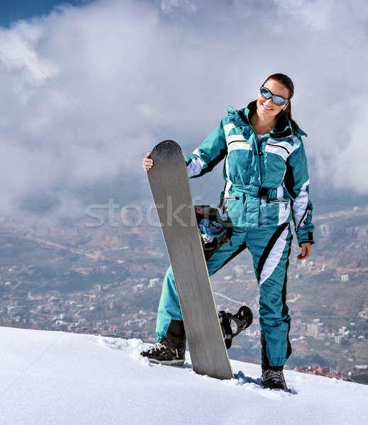 Vrouw snowboard permanente berg Stockfoto © Anna_Om