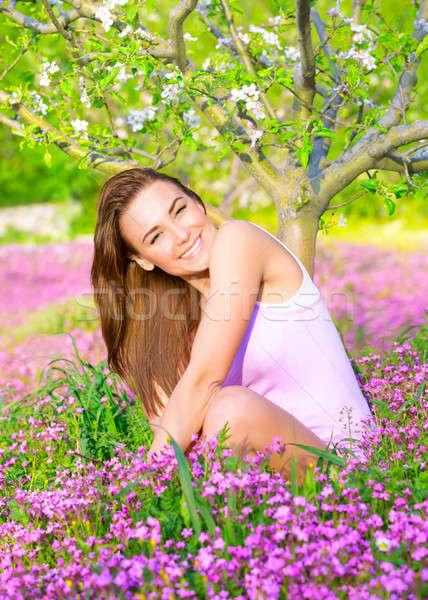 Női tavasz udvar derűs mosolyog idő Stock fotó © Anna_Om