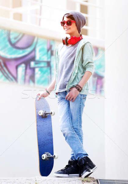 Aranyos tini fiú gördeszka kint áll Stock fotó © Anna_Om