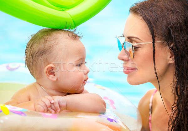 ストックフォト: 美しい · 母親 · プール · クローズアップ · 肖像