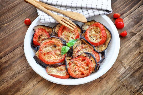 Foto d'archivio: Melanzane · pomodori · gustoso · vegetariano · pizza