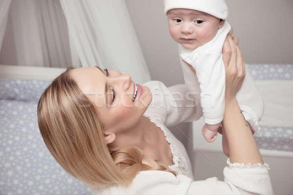 Stok fotoğraf: Mutlu · aile · ev · portre · gülen · anne · değerli