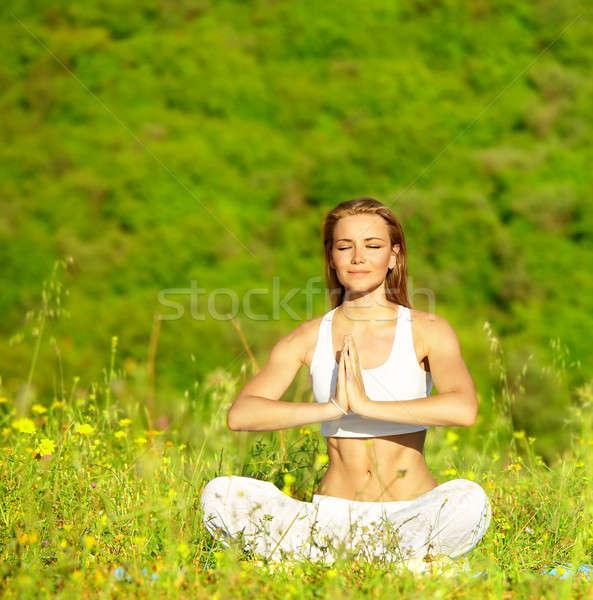 Sani femminile yoga outdoor seduta Lotus Foto d'archivio © Anna_Om