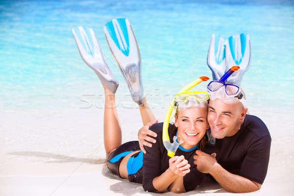Heureux couple plage activités touristes couché Photo stock © Anna_Om