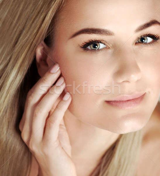 Gyönyörű nő portré közelkép gyönyörű szőke nő Stock fotó © Anna_Om