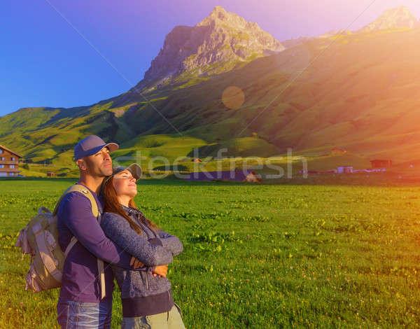 Liefhebbend paar genieten zonsondergang bergen alpen Stockfoto © Anna_Om