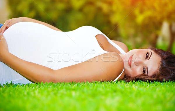 Terhes arab nő fekszik friss zöld fű Stock fotó © Anna_Om