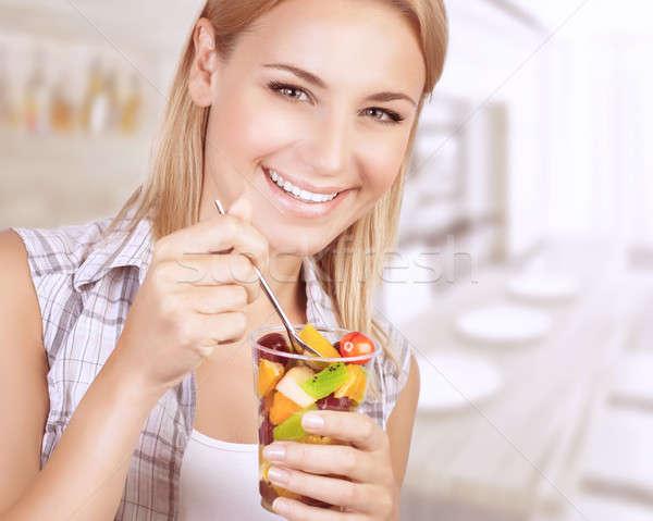 Stockfoto: Gezond · eten · vrouw · portret · mooie · vrolijk