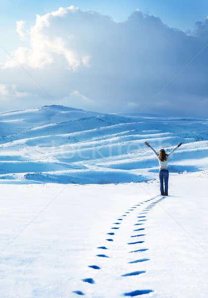 Stock fotó: Boldog · nő · ugrik · tél · hegyek · aktív