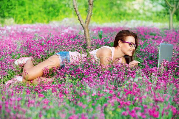 Diák lány park fekszik gyönyörű friss Stock fotó © Anna_Om
