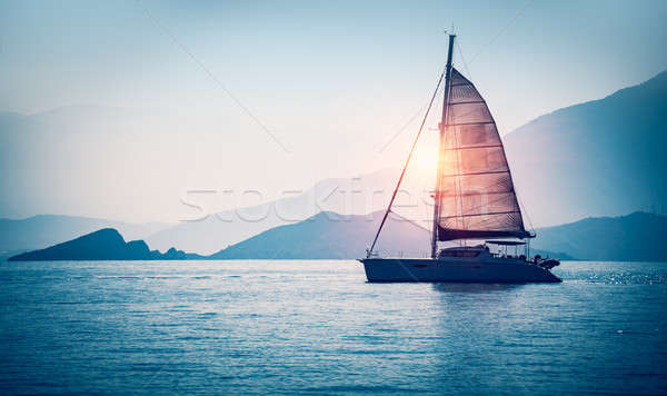 Сток-фото: парусника · морем · вечер · солнечный · свет · красивой · большой
