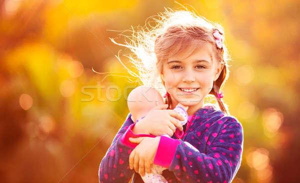 Photo stock: Cute · fille · jouer · à · l'extérieur · portrait · petite · fille