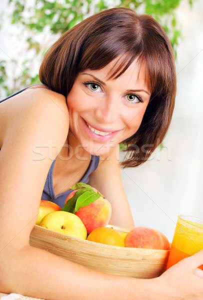 Stok fotoğraf: Portre · sağlıklı · genç · kadın · çanak · taze · meyve