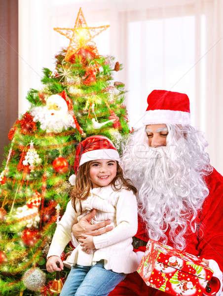 Natal retrato little girl caixa de presente papai noel Foto stock © Anna_Om