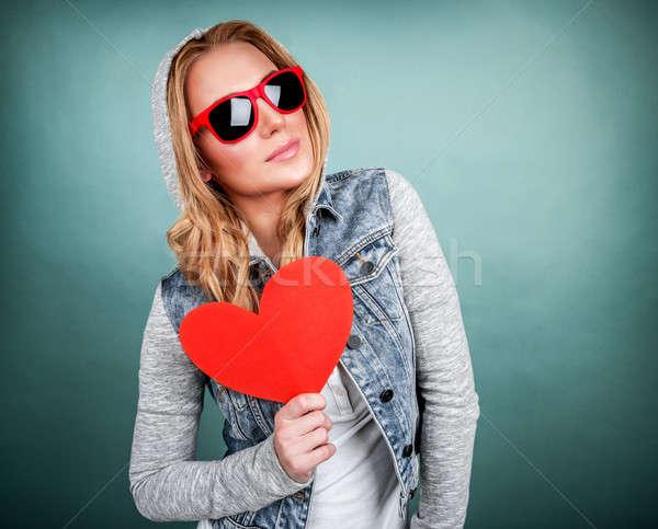 Funky dziewczyna miłości odizolowany niebieski trzymając się za ręce Zdjęcia stock © Anna_Om