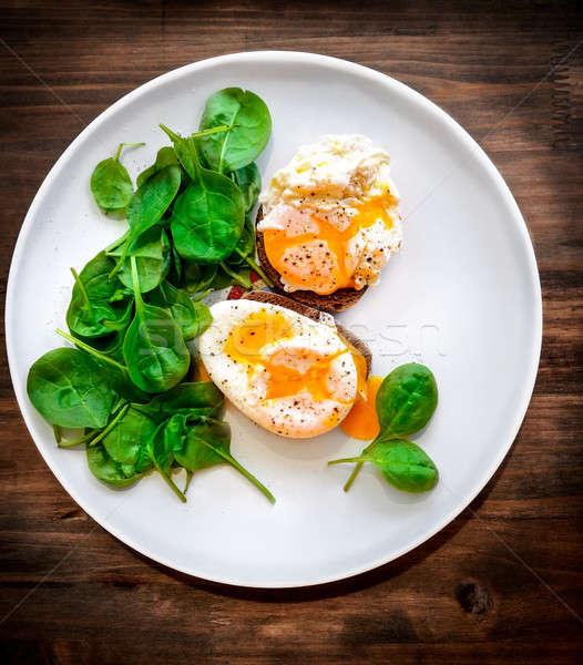 Stok fotoğraf: Lezzetli · yumurta · büyük · beyaz · plaka · ahşap · masa