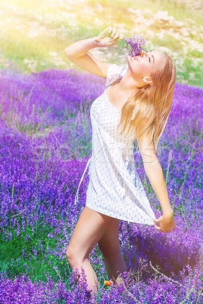 ストックフォト: 美人 · ラベンダー畑 · 花束