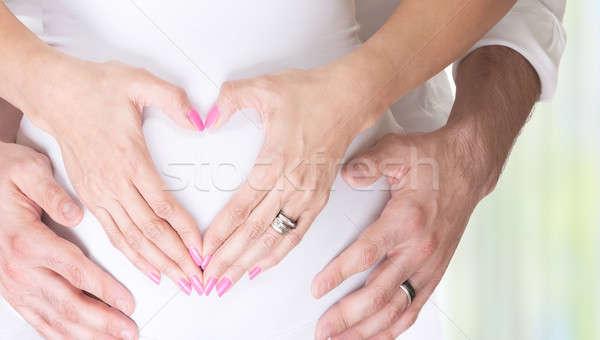 Yeni hayat hamile kadın koca el ele tutuşarak kalp şekli Stok fotoğraf © Anna_Om