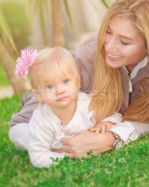 Famiglia felice parco giovani madre giocare Foto d'archivio © Anna_Om