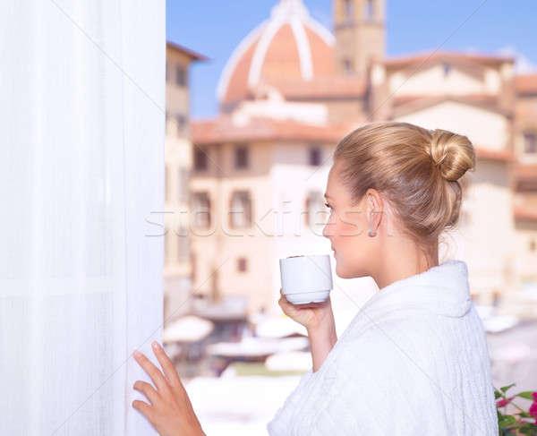 Foto stock: Potable · café · ventana · retrato · mujer · hermosa · balcón