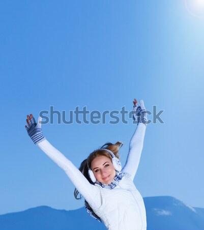 Feminino as mãos levantadas imagem bastante ao ar livre inverno Foto stock © Anna_Om