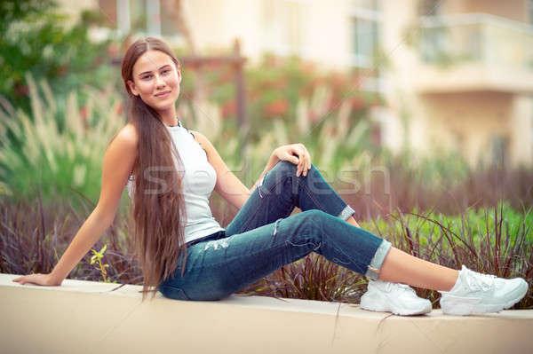 Mooie jonge vrouw buitenshuis plezier tijd student Stockfoto © Anna_Om