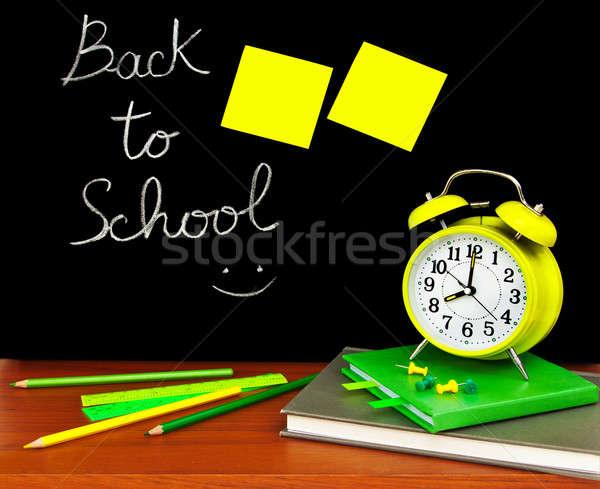 Zdjęcia stock: Powrót · do · szkoły · kolorowy · klasie · książki · zegar