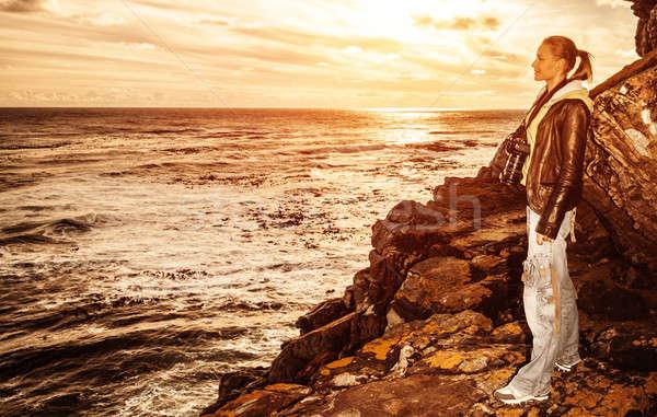 Touristiques fille coucher du soleil falaise cute Photo stock © Anna_Om