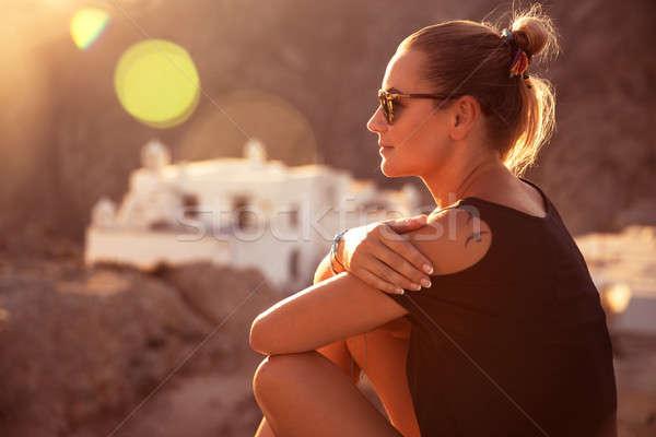 Belo viajante menina sessão topo montanha Foto stock © Anna_Om