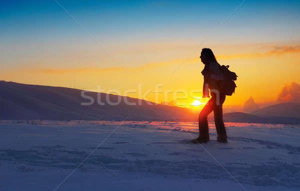 Foto stock: Mulher · viajante · caminhadas · inverno · montanhas