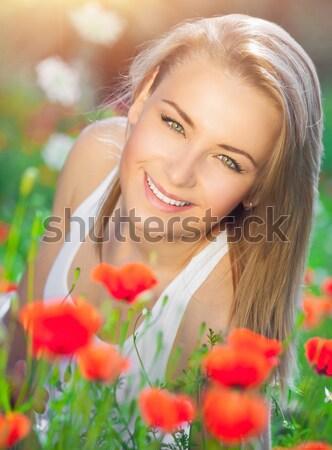 Belle Homme champ de fleurs jeunes belle fille Photo stock © Anna_Om