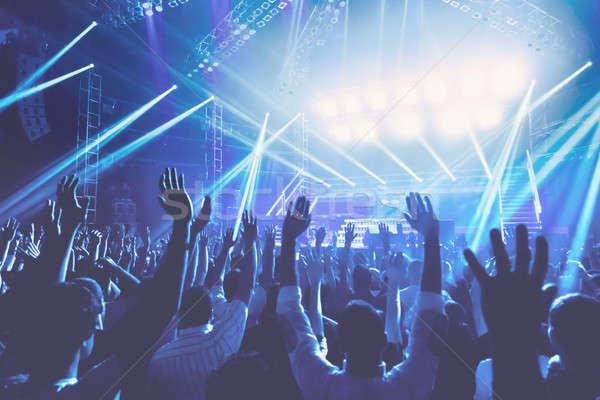 Koncertu młodych ludzi przyjemność wieczór tłum Zdjęcia stock © Anna_Om