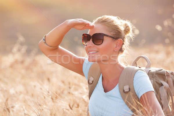 Szczęśliwy podróżnik dziewczyna portret cute wyschnięcia Zdjęcia stock © Anna_Om