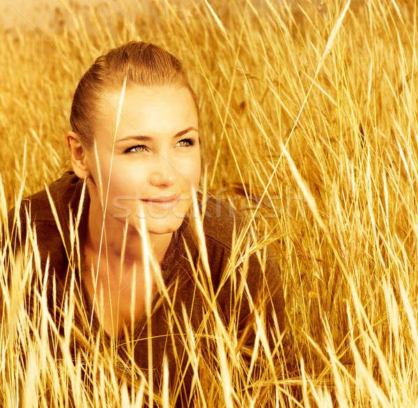 Nő búzamező kép csinos nő ül közelkép Stock fotó © Anna_Om